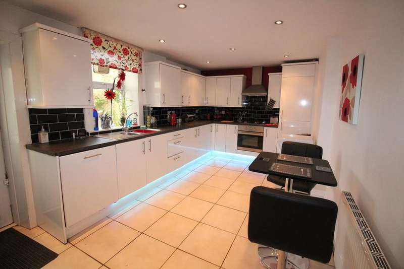 3 Bedrooms End Of Terrace House for sale in Belgrave Road, Darwen