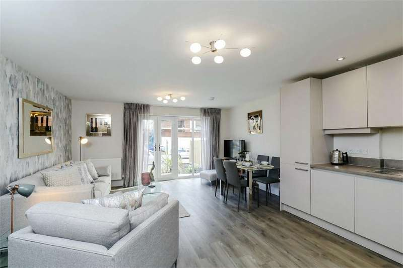 2 Bedrooms Flat for sale in Victoria Road, Burgess Hill, West Sussex