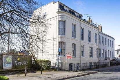 2 Bedrooms Flat for sale in Prestbury Road, Cheltenham, Gloucestershire, Uk
