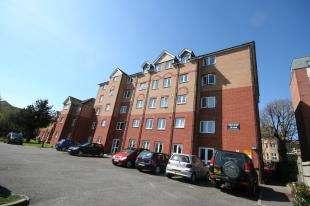 1 Bedroom Flat for sale in Gables Court, St. Leonards Road, Eastbourne, East Sussex