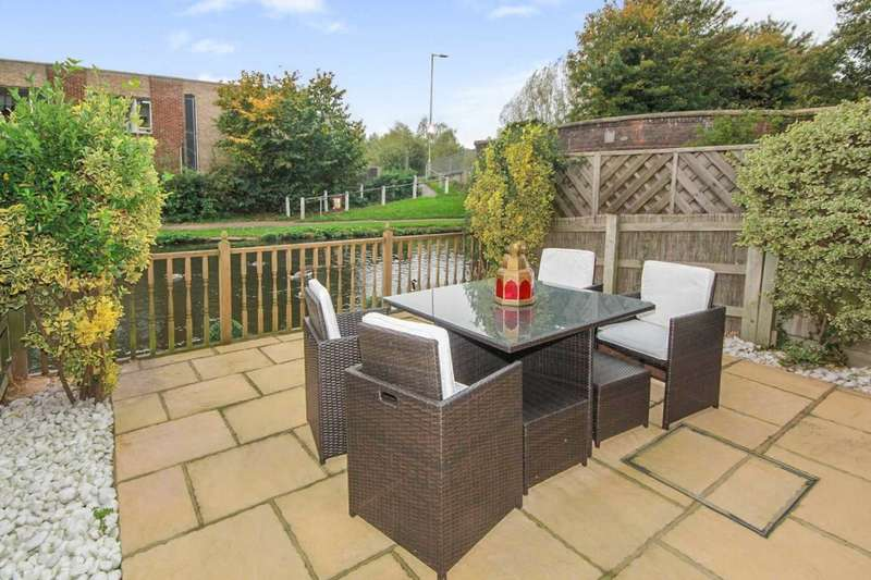 3 Bedrooms House for sale in NEARLY 1500 sq/ft - OFF ROAD PARKING - GARAGE - VERSATILE ACCOMMODATION - ON THE CANAL IN APSLEY, HP3