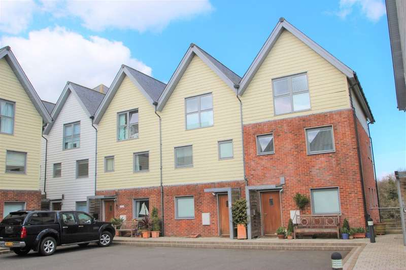 4 Bedrooms Terraced House for rent in Heron Square, Newport