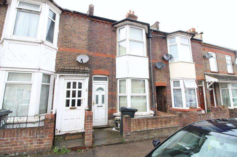 3 Bedrooms Terraced House for sale in Large Traditional Home on Ivy Road