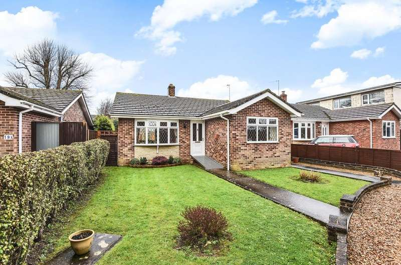 2 Bedrooms Detached Bungalow for sale in Garden Close, Hayling Island, PO11