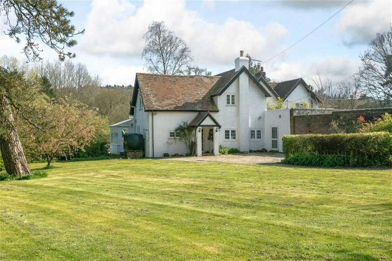 4 Bedrooms Country House Character Property for sale in Tankerdale Lane, Liss, Hampshire, GU33