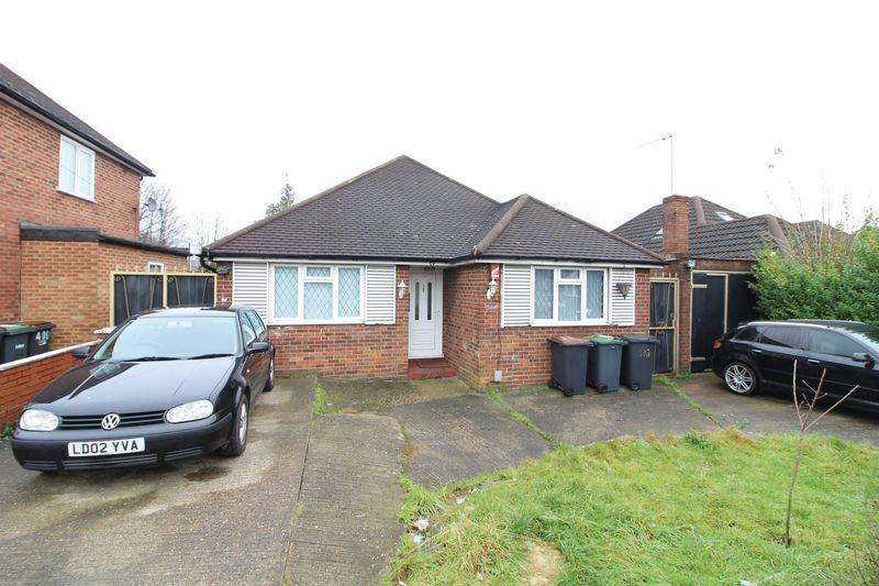 3 Bedrooms Bungalow for sale in Large Detached Bungalow with Potential on Selbourne Road, Leagrave