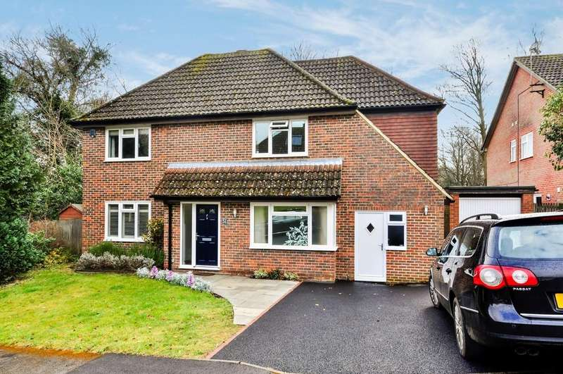 4 Bedrooms Detached House for sale in Huxley Close, Godalming