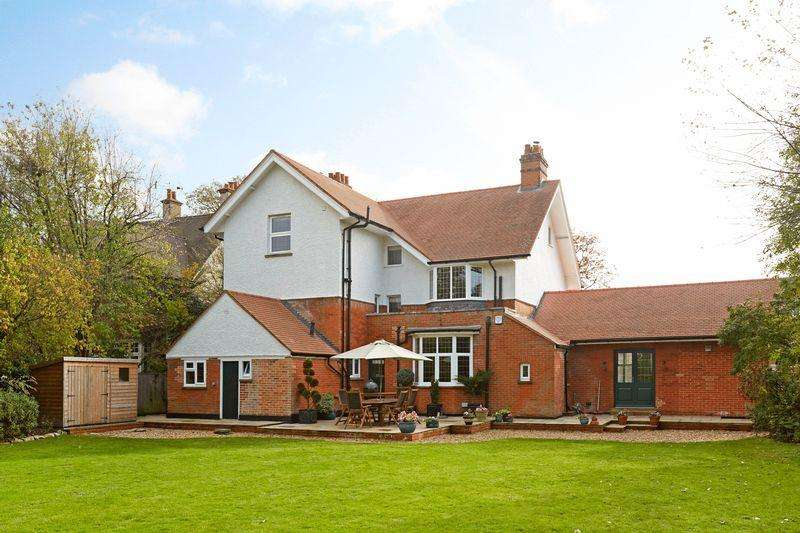 6 Bedrooms Detached House for sale in Ashtead
