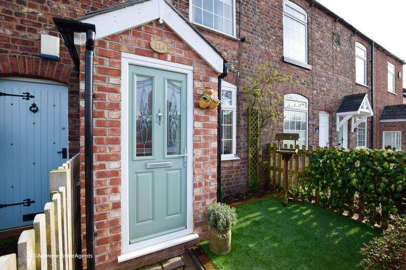 2 Bedrooms Terraced House for sale in Rushgreen Road, Lymm