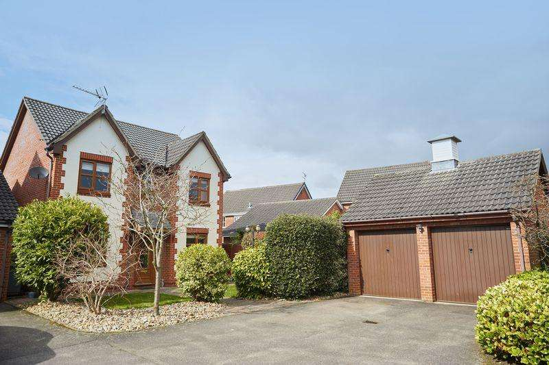 4 Bedrooms Detached House for sale in Stirling Close, Thorpe Marriott, Norwich