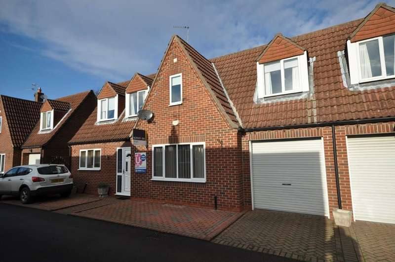 3 Bedrooms Semi Detached House for rent in Boynton Court, Rawcliffe