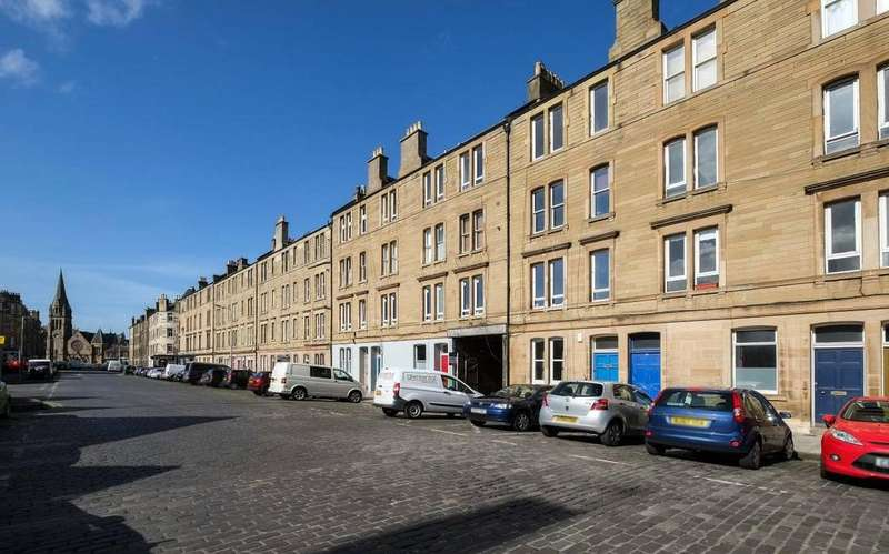 2 Bedrooms Flat for sale in 51/2 Iona Street, Leith, EH6 8SR