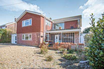 5 Bedrooms Detached House for sale in Gorleston, Great Yarmouth, Norfolk