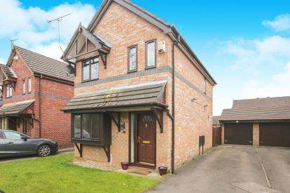 3 Bedrooms Detached House for sale in Keele Close, Heaviley, Stockport, Cheshire