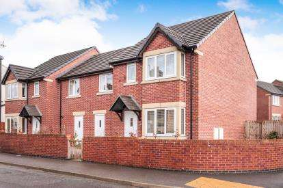 4 Bedrooms Link Detached House for sale in Uppermoor, Pudsey, West Yorkshire