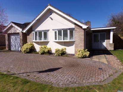 4 Bedrooms Bungalow for sale in Silverwood Close, Leicester