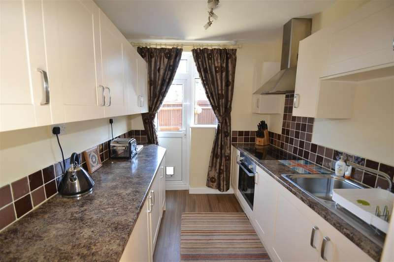 2 Bedrooms House for sale in Victoria Close, Horley