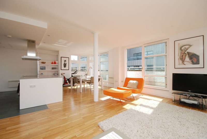2 Bedrooms Flat for rent in St Johns Place, Clerkenwell, EC1M