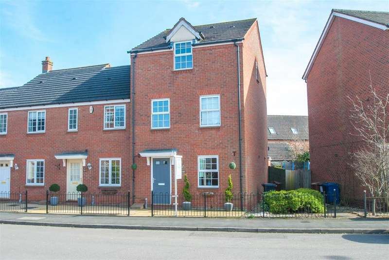3 Bedrooms Semi Detached House for sale in Williams Avenue, Fradley