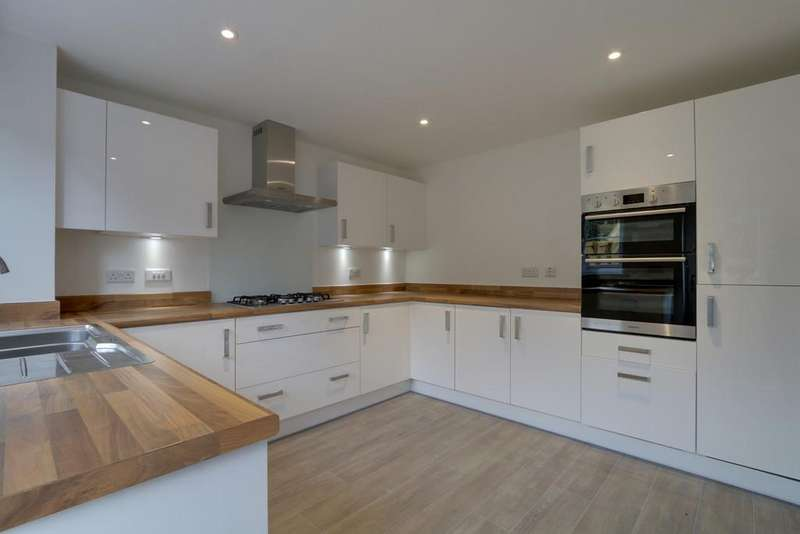 5 Bedrooms Detached House for sale in The Stratford, Courtenay Grange, Exminster