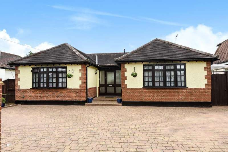 3 Bedrooms Detached Bungalow for sale in Avondale Avenue, Staines-upon-Thames, TW18