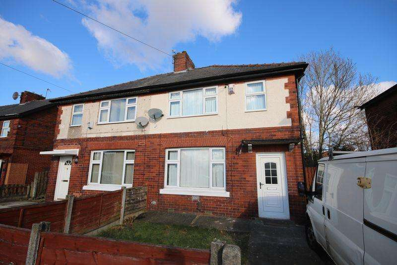 3 Bedrooms Semi Detached House for sale in Hulton Avenue, Worsley M28