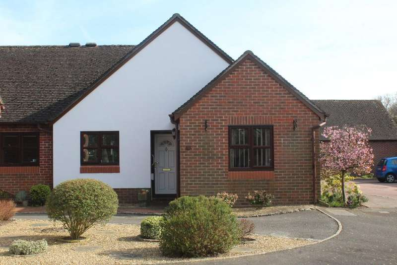 2 Bedrooms Semi Detached Bungalow for sale in Puttick Close