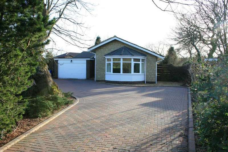 4 Bedrooms Detached Bungalow for rent in Sandringham Way, Darras Hall, Ponteland, Newcastle upon Tyne, NE20