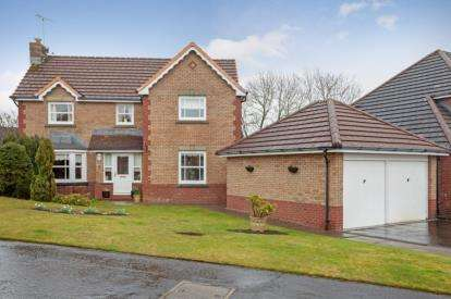 4 Bedrooms Detached House for sale in Deaconsbank Gardens, Thornliebank