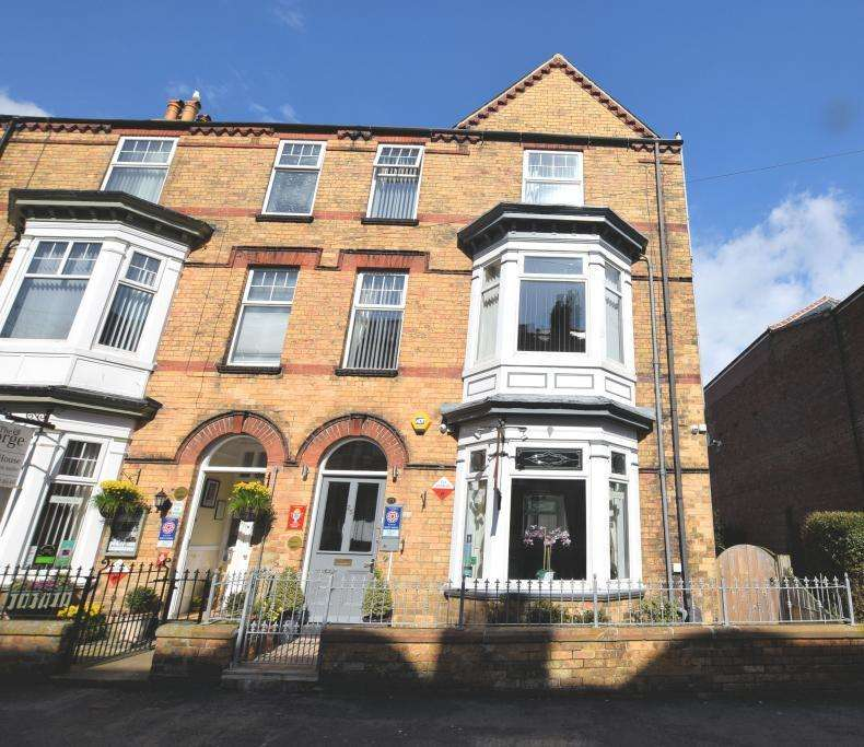 6 Bedrooms Guest House Commercial for sale in Rutland Street, Filey, North Yorkshire YO14 9JA