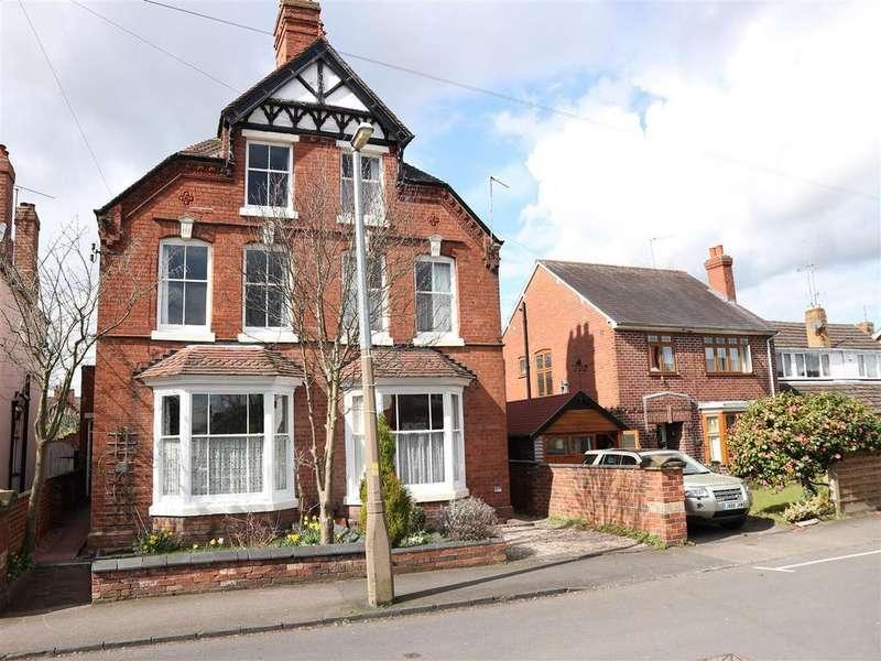 4 Bedrooms Semi Detached House for sale in Heath Street, Stourbridge