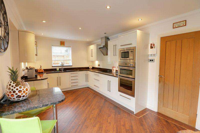 4 Bedrooms Detached House for sale in The Wolds, Cottingham