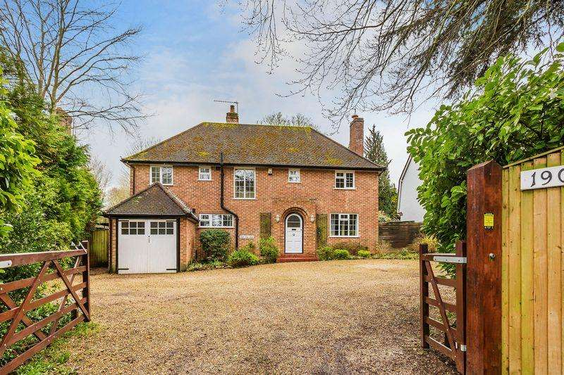 4 Bedrooms Detached House for sale in Merrow, Guildford