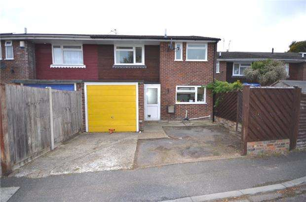3 Bedrooms Terraced House for sale in Beaulieu Gardens, Blackwater, Surrey