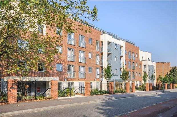 1 Bedroom Flat for sale in Elles House, Shotfield, Wallington, Surrey, SM6 0BL