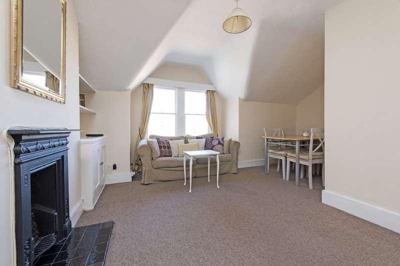 2 Bedrooms Flat for sale in Comyn Road, Battersea, London