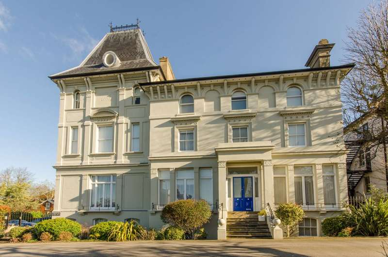 2 Bedrooms Flat for sale in Hertford Lodge, East End Road, Finchley Central, N3