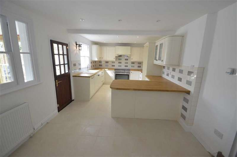 4 Bedrooms Terraced House for sale in South Street, Rochford, Essex