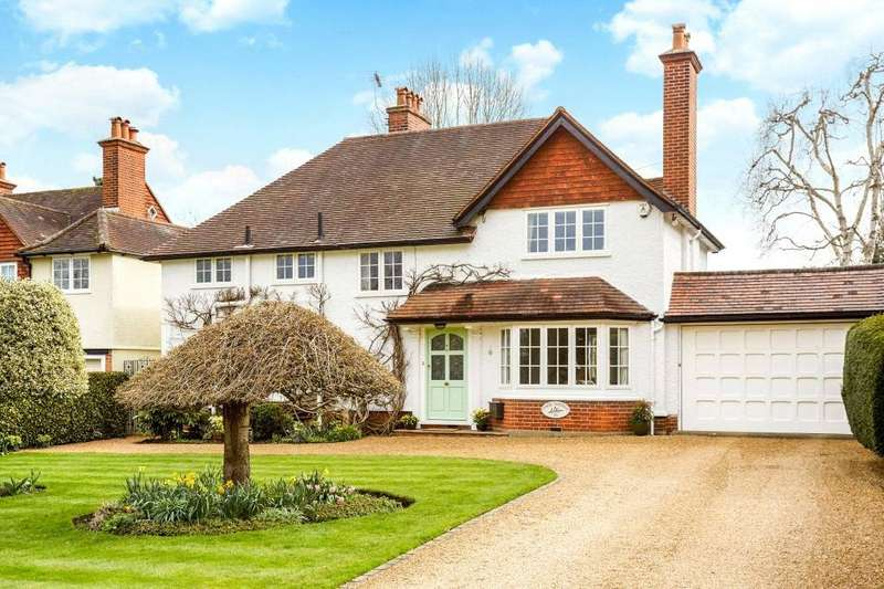 4 Bedrooms Detached House for sale in Arbrook Lane, Esher, Surrey, KT10