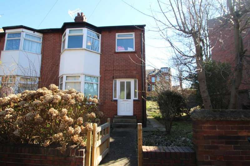3 Bedrooms Semi Detached House for sale in BEECHWOOD VIEW, LEEDS, LS4 2LP