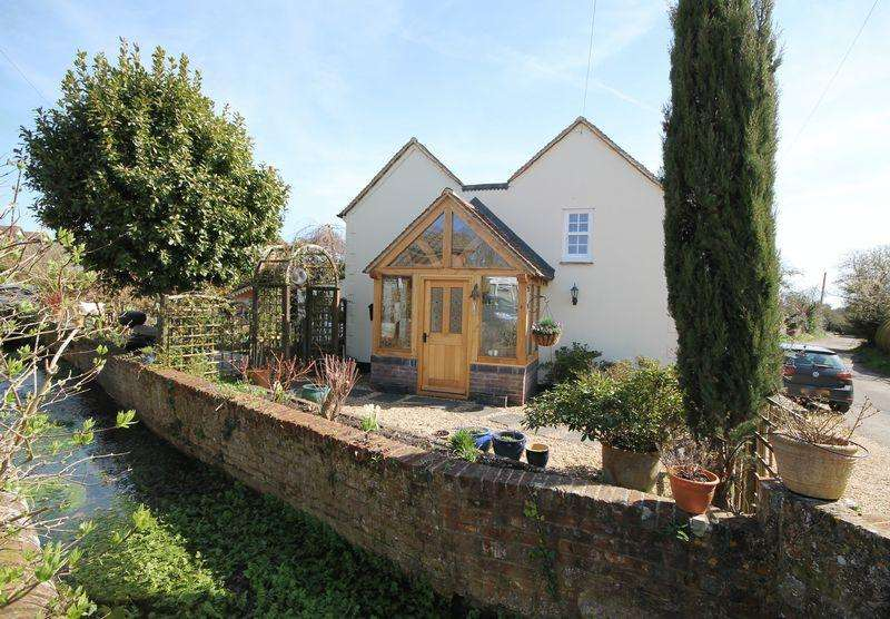 3 Bedrooms Detached House for sale in School Lane, Nutbourne