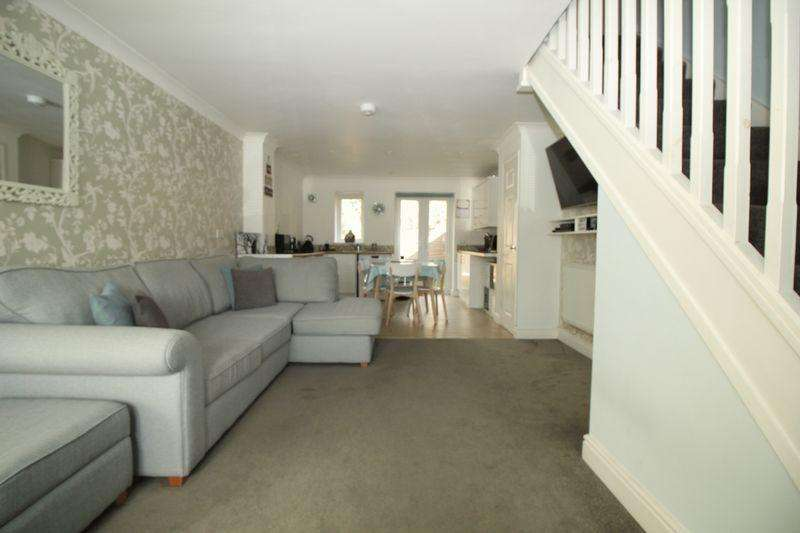 2 Bedrooms Semi Detached House for sale in Tollgate Hill, Crawley