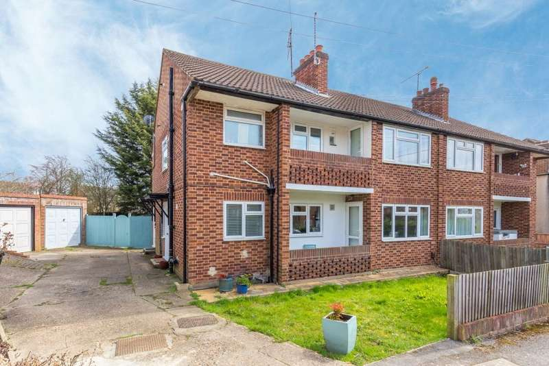 2 Bedrooms Maisonette Flat for sale in Priory Close, Ruislip, Middlesex, HA4