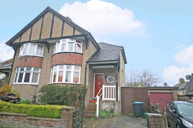 3 Bedrooms Semi Detached House for sale in Cedar Walk, Hemel Hempstead, HP3