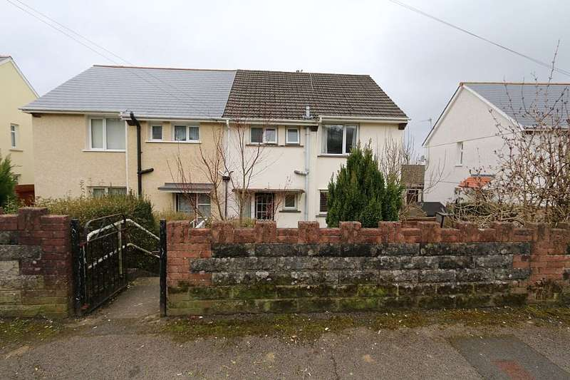 3 Bedrooms Semi Detached House for sale in 38, Hector Avenue, Crumlin, Newport, Gwent, NP11