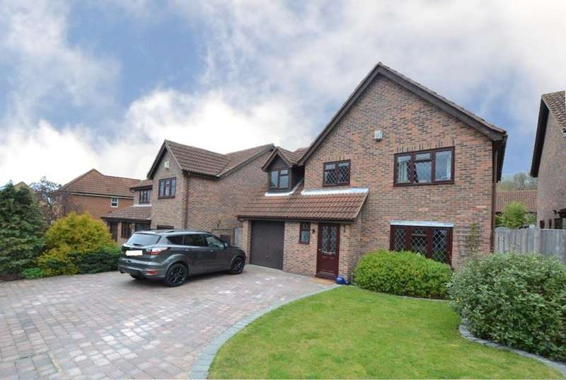 4 Bedrooms Detached House for sale in Boleyn Close, Billericay, Essex, CM12