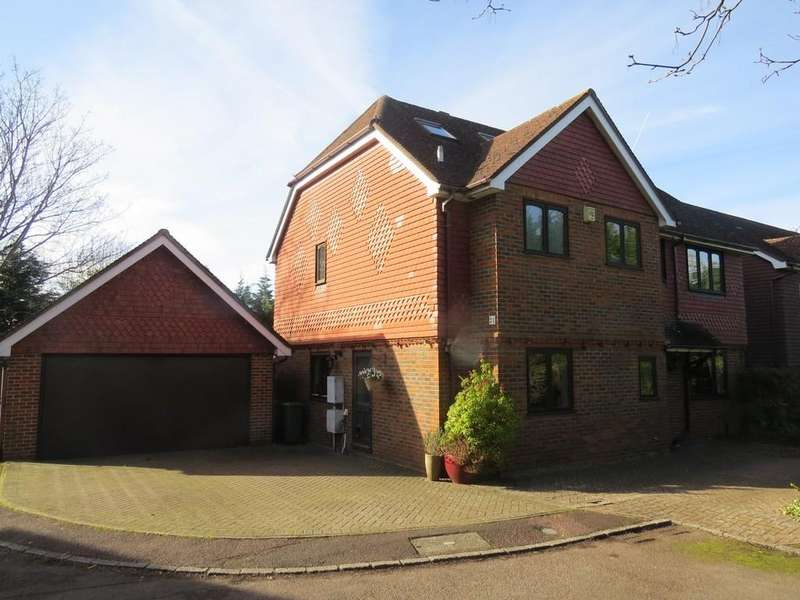 6 Bedrooms Detached House for sale in Carolyn Drive, Orpington