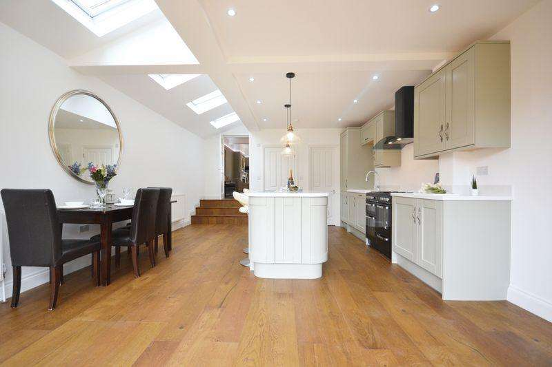 5 Bedrooms Terraced House for sale in Balham Grove, London