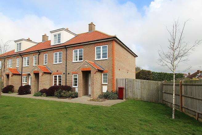 3 Bedrooms End Of Terrace House for sale in Pecketts Gate, Donnington PO19