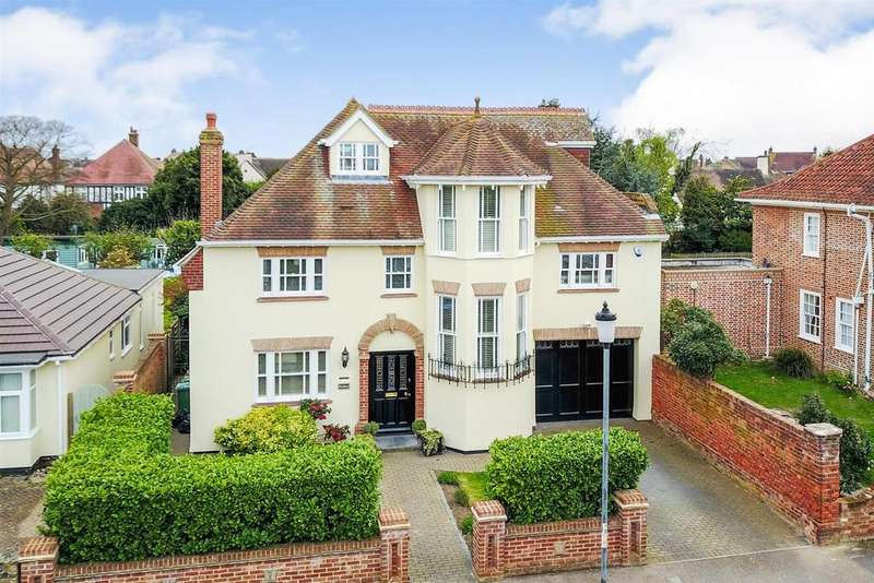 6 Bedrooms Detached House for sale in The Crescent, Frinton-On-Sea